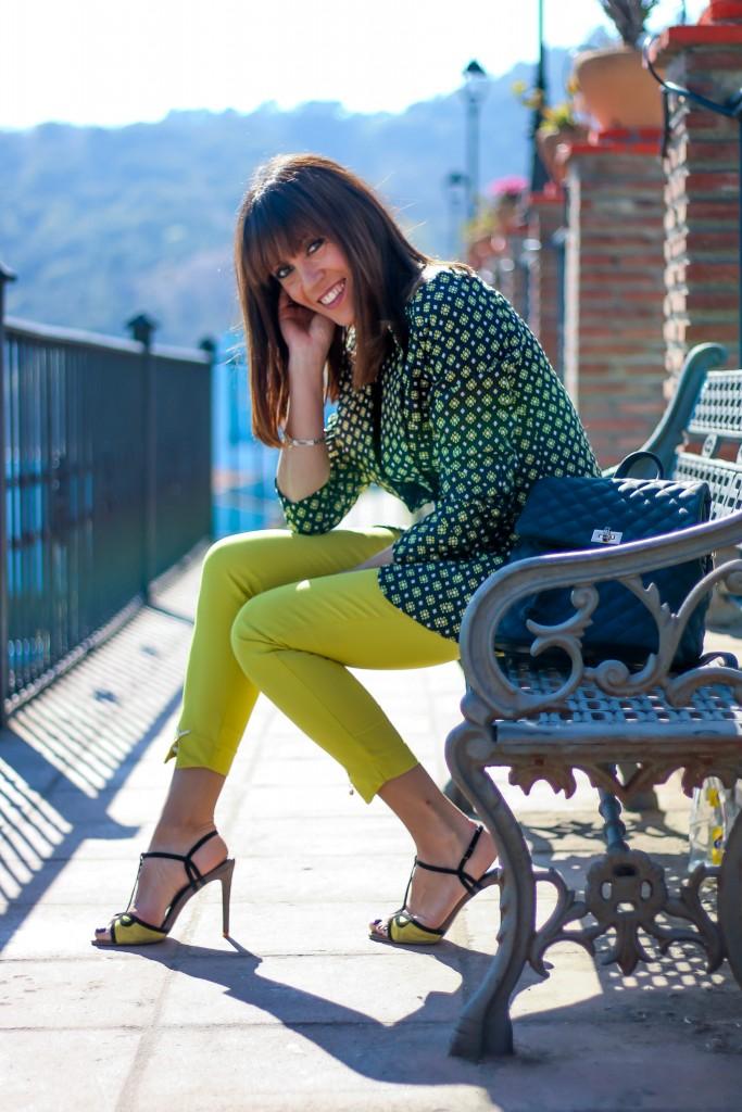 blog de moda, look con pantalon amarillo, blazer, tendencias,