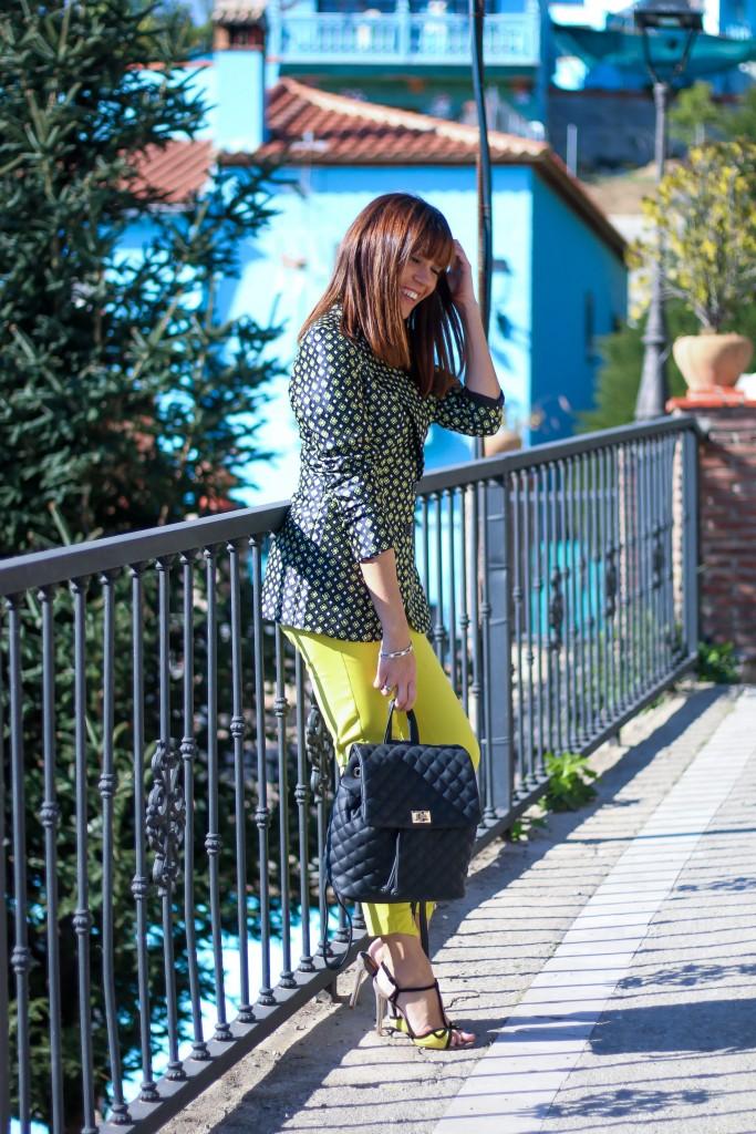 pueblo pitufo, look con pantalón amarillo, asesora de imagen , personal shopper,