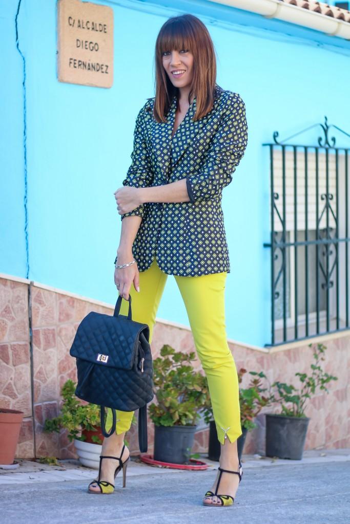 pueblo pitufo, look con pantalón amarillo, como usar pantalones de color, blog de moda,