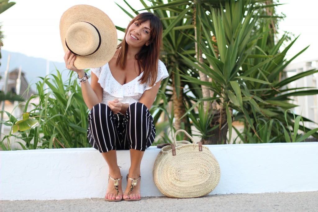 jessica sanchez, blog de moda, pantalón rayas, body lencero, sombreros,